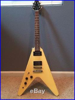 1985 lefty left handed gibson flying v electric guitar used electric guitars. Black Bedroom Furniture Sets. Home Design Ideas