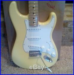 Fender Stratocaster Player Series Buttercream MINT